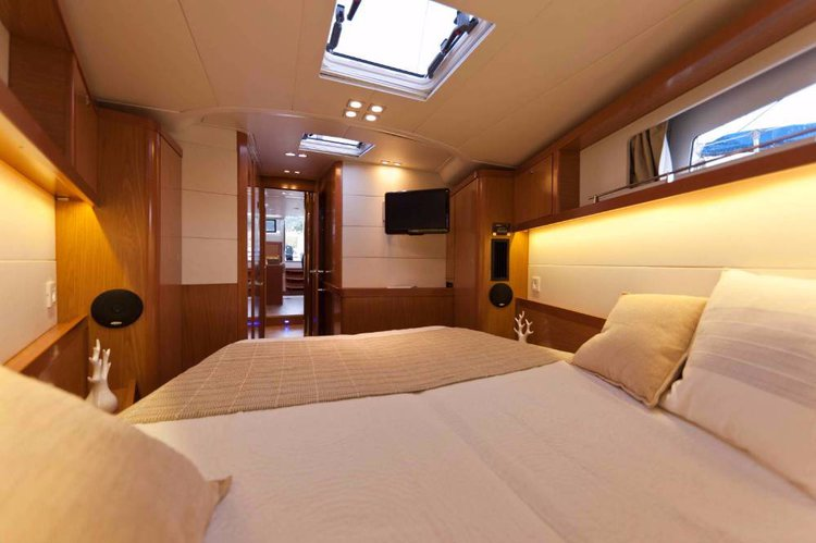 Up to 7 persons can enjoy a ride on this Beneteau boat