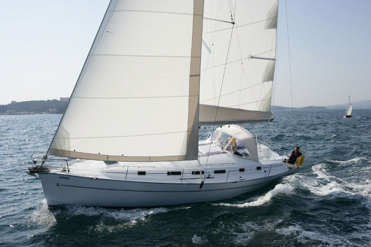 Discover Saronic Gulf surroundings on this Cyclades 50.5 Bénéteau boat