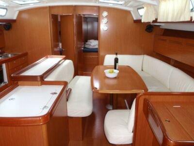 This 51.0' Bénéteau cand take up to 12 passengers around Saronic Gulf