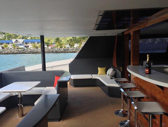 Discover Warwick surroundings on this Custom Bermuda boat