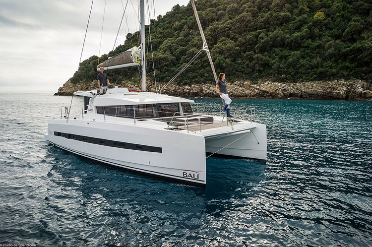 Discover Zadar region surroundings on this Bali 4.0 Catana boat