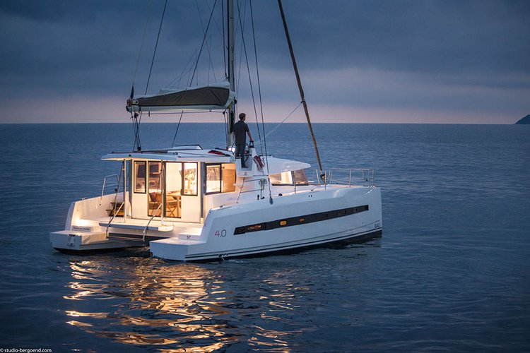 This 39.0' Catana cand take up to 10 passengers around Zadar region