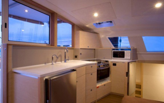 This 41.27' Catana cand take up to 8 passengers around