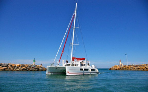 Discover Blue Lagoon surroundings on this Custom Catana boat