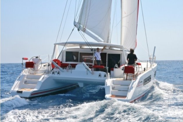 Charter a magnificent 47' catamaran in Bas du Fort, Guadeloupe
