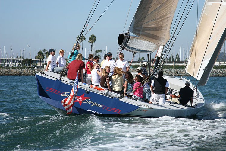 Up to 24 persons can enjoy a ride on this Sloop boat