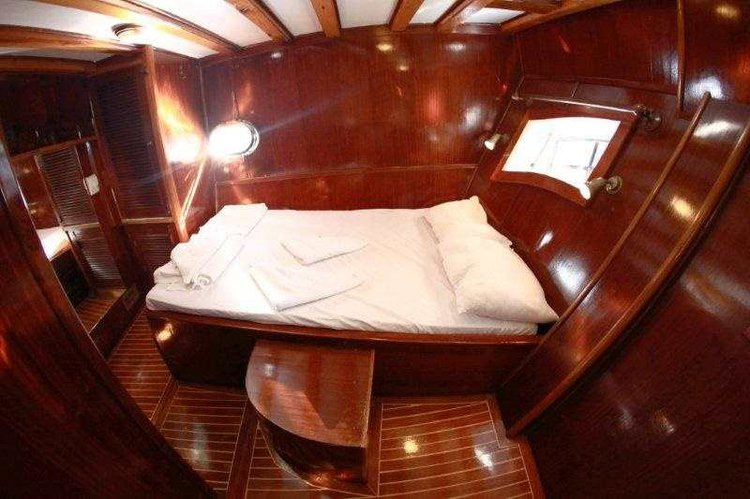 This 65.0' Custom Made cand take up to 8 passengers around Aegean