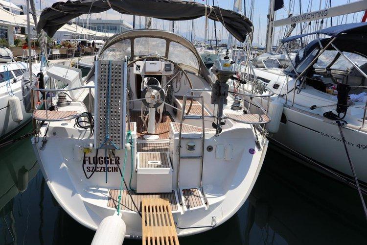 Discover Split region surroundings on this Delphia 40 Delphia Yachts boat