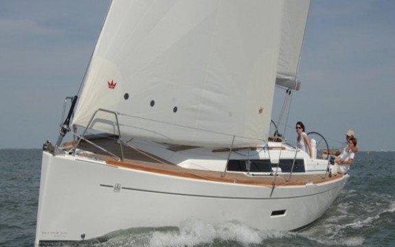 Enjoy France onboard Dufour 335