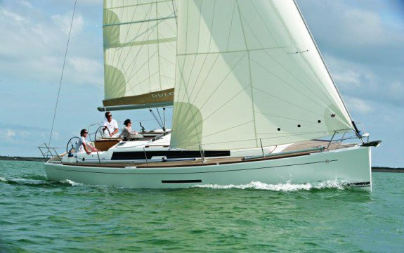 Discover Saint-Mandrier-sur-Mer surroundings on this 380 Grand Large Dufour boat