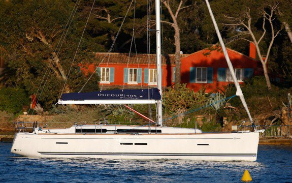 Discover Saint-Mandrier-sur-Mer surroundings on this 405 Grand Large Dufour boat