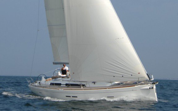 Explore France onboard Dufour 455
