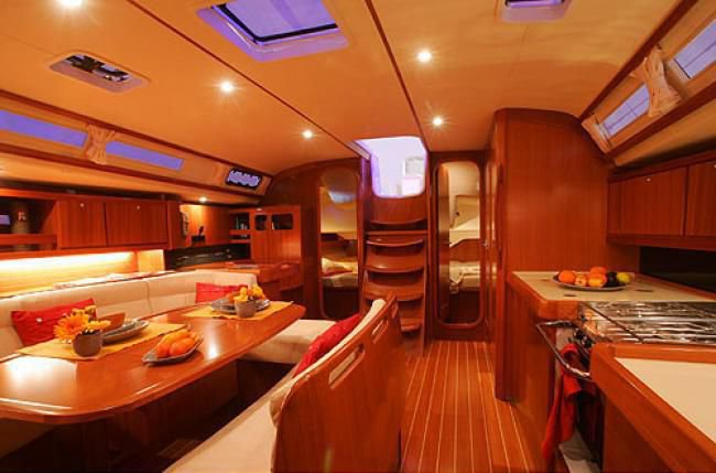 Discover Saint-Mandrier-Sur-Mer, surroundings on this Custom Dufour boat