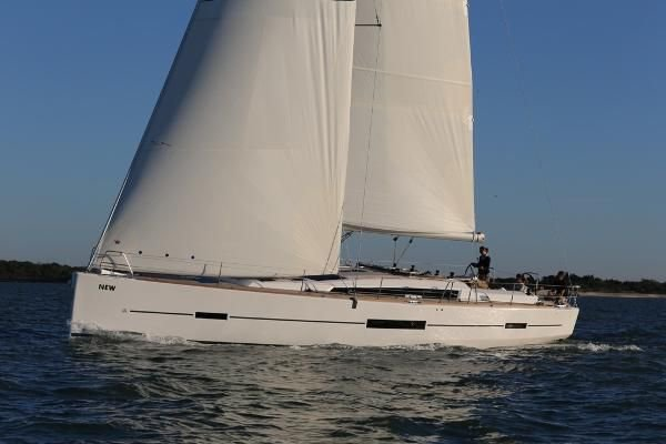 Rent an elegant sailing yacht in Grenada