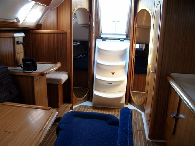 This 41.0' Dufour Yachts cand take up to 6 passengers around Ionian Islands