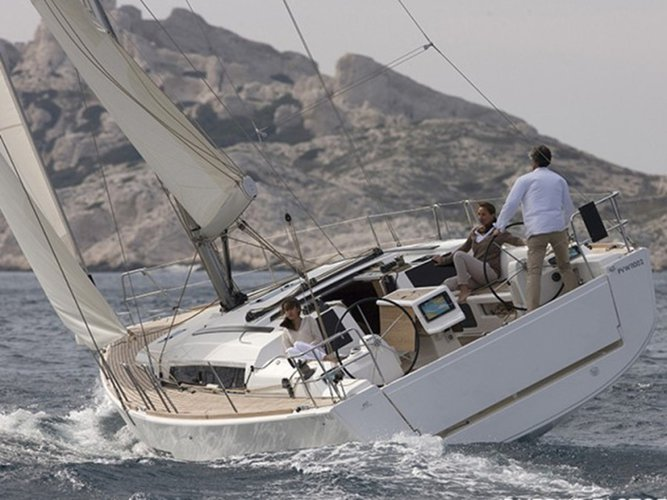 This 41.0' Dufour Yachts cand take up to 8 passengers around Šibenik region