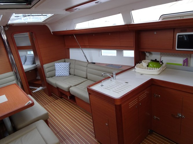 This 41.0' Dufour Yachts cand take up to 6 passengers around Šibenik region