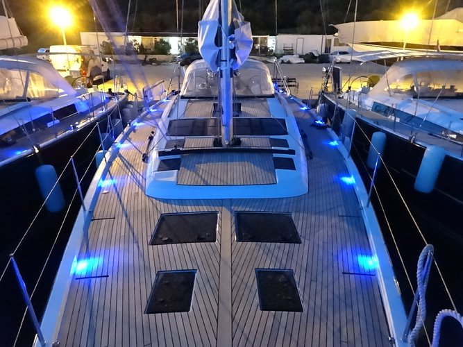 This 56.0' Dufour Yachts cand take up to 10 passengers around Šibenik region