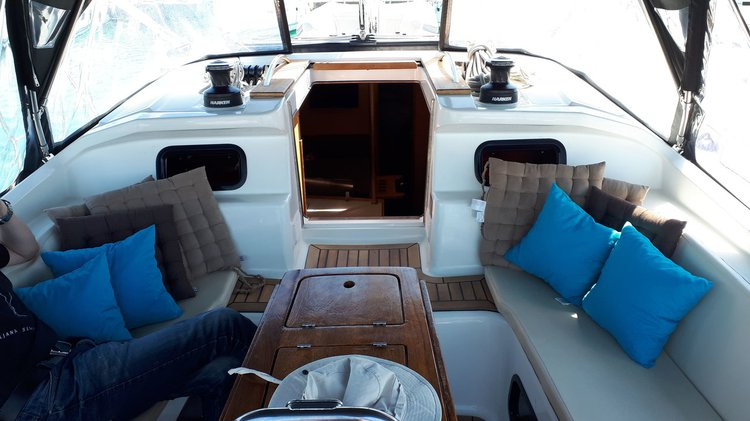This 45.0' Elan Marine cand take up to 10 passengers around Zadar region
