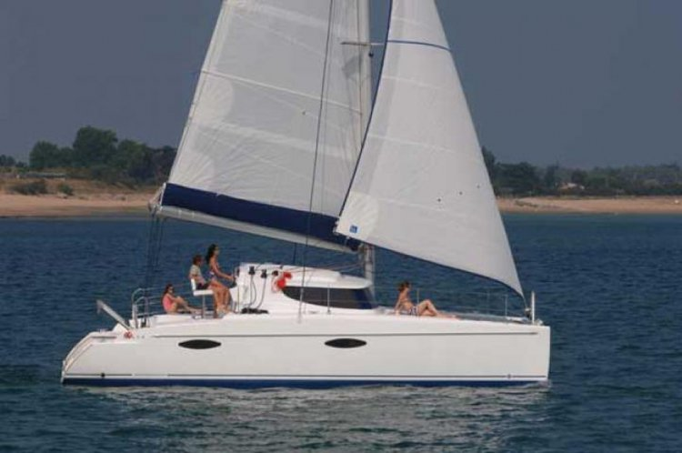 Discover Le Marin surroundings on this Mahe Fountaine Pajot boat