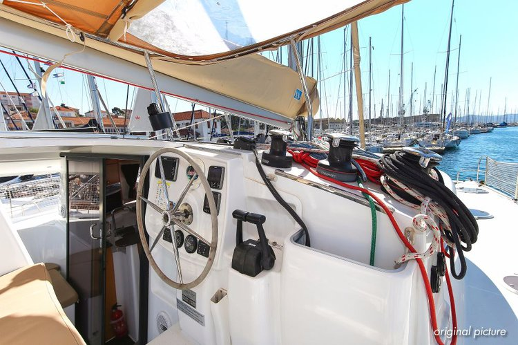 Up to 9 persons can enjoy a ride on this Catamaran boat