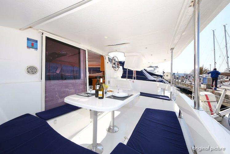 Discover Zadar region surroundings on this Lipari 41 Fountaine Pajot boat
