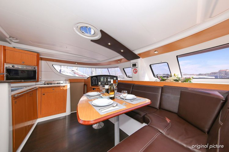This 39.0' Fountaine Pajot cand take up to 9 passengers around Zadar region