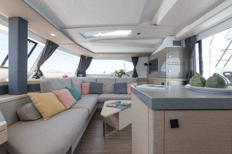 This 42.65' Fountaine Pajot cand take up to 11 passengers around Le Marin