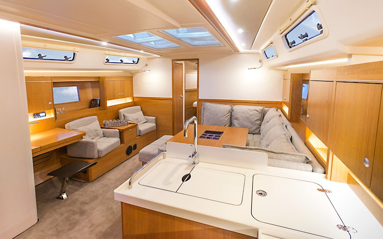 Discover Split region surroundings on this Hanse 455 Hanse Yachts boat