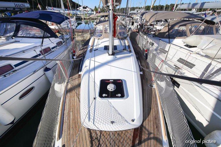 Jeanneau's 32.0 feet in Istra