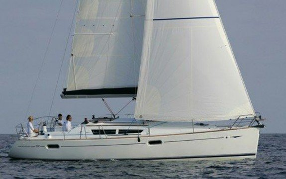 Set Sail in Martinique onboard Jeanneau Sun Odyssey 39i