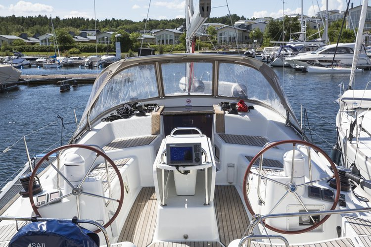 This 42.0' Jeanneau cand take up to 7 passengers around Stockholm County