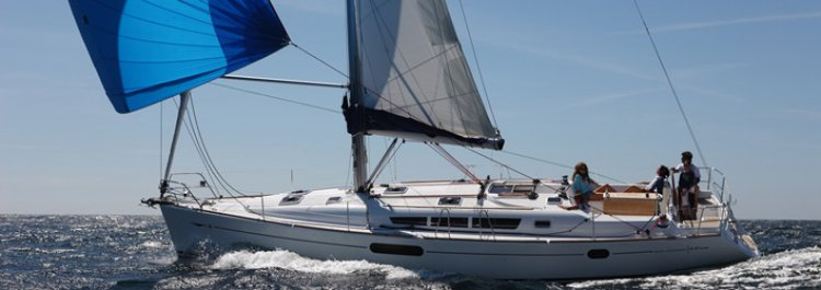 Enjoy luxury and comfort on this Jeanneau in Aegean