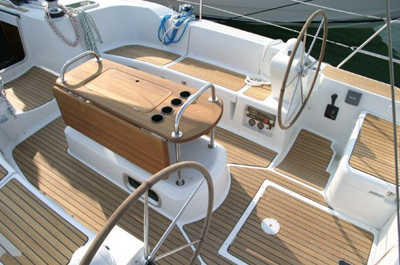 Jeanneau boat for rent in Šibenik region