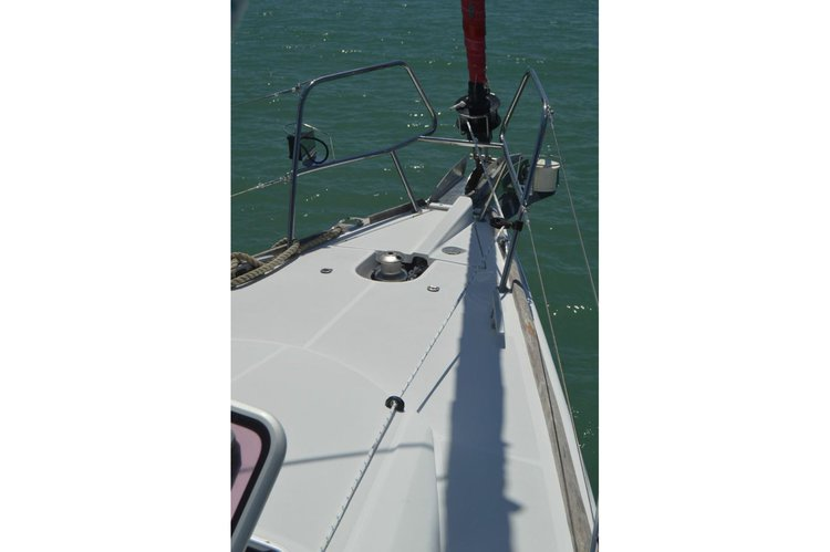 Jeanneau boat for rent in True Blue