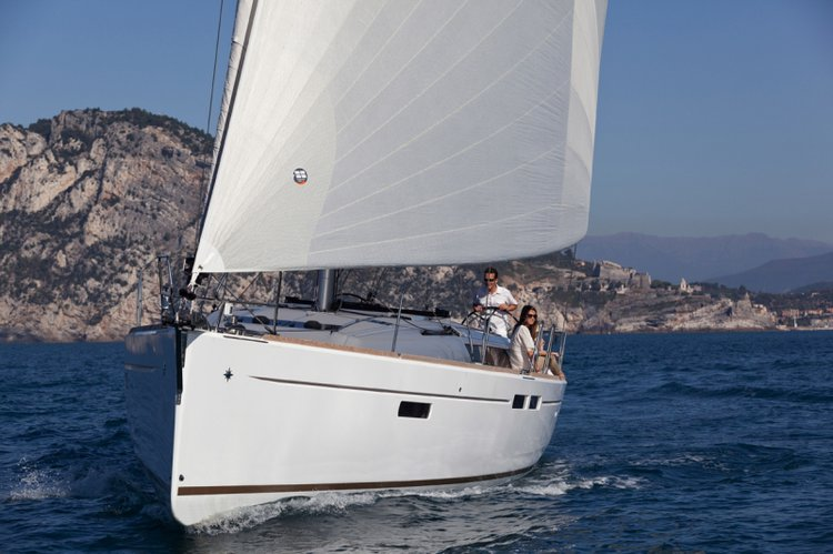 This 47.0' Jeanneau cand take up to 10 passengers around Split region