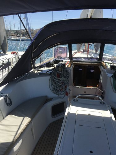 This 49.0' Jeanneau cand take up to 10 passengers around Cyclades