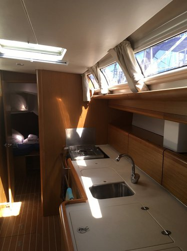Discover Cyclades surroundings on this Sun Odyssey 49i Jeanneau boat