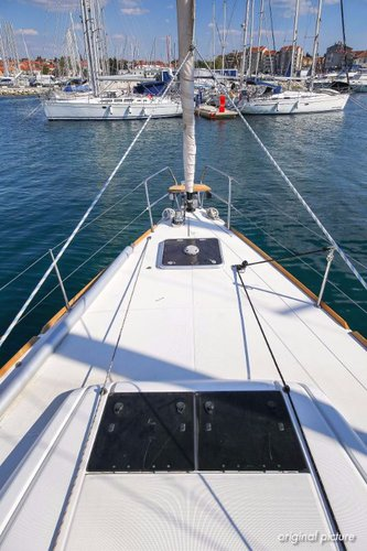 This 50.0' Jeanneau cand take up to 9 passengers around Zadar region