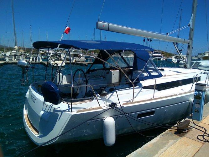 Jeanneau's 51.0 feet in Cyclades