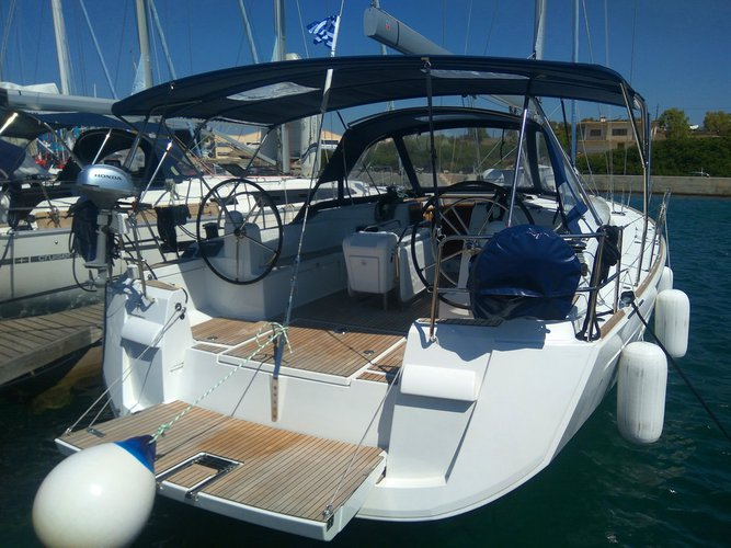 This 51.0' Jeanneau cand take up to 10 passengers around Cyclades