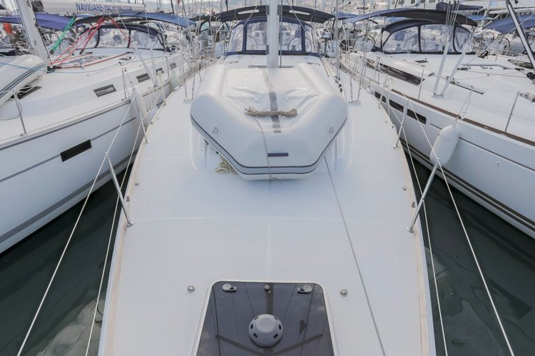 This 51.0' Jeanneau cand take up to 12 passengers around Split region