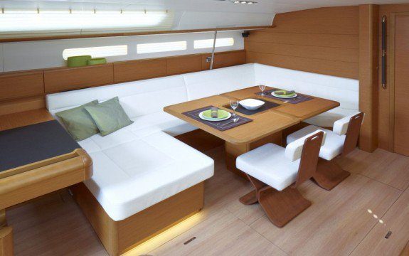 Up to 13 persons can enjoy a ride on this Jeanneau boat