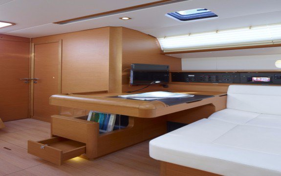 Discover St. George'S surroundings on this Sun Odyssey 449 Jeanneau boat