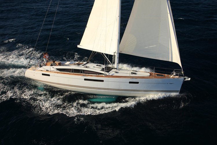 This 52.0' Jeanneau cand take up to 11 passengers around Dodecanese