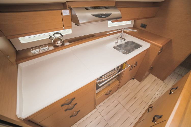Discover Split region surroundings on this Jeanneau 54 Jeanneau boat