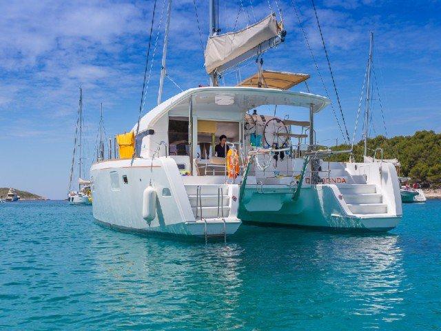Set sail in Spain onboard this elegant 39' catamaran