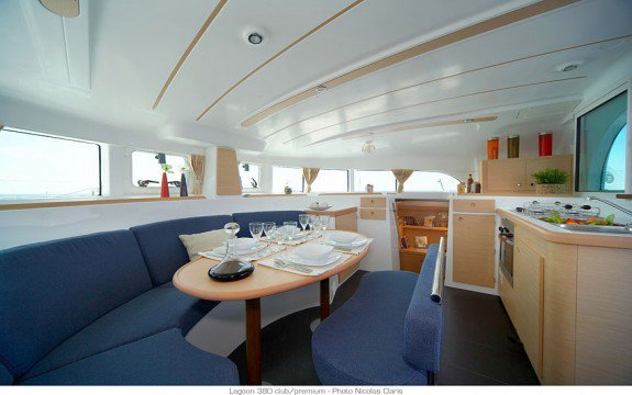 This 37.89' Lagoon cand take up to 8 passengers around Blue Lagoon