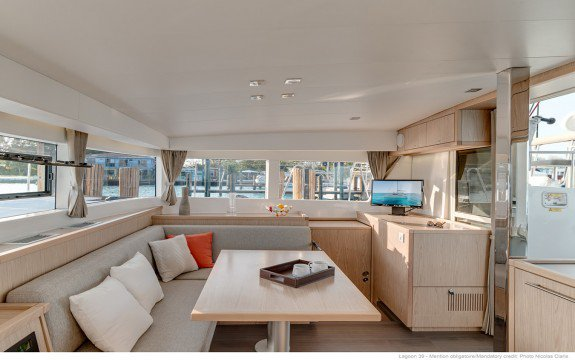 This 39.0' Lagoon cand take up to 10 passengers around Palma, Illes Balears