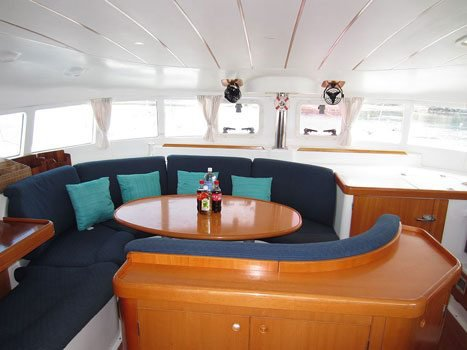 Lagoon boat for rent in True Blue